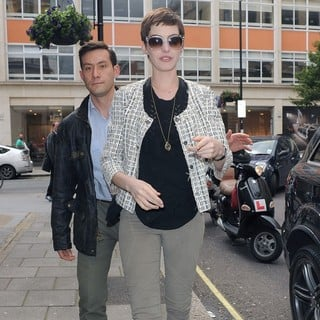 Anne Hathaway in Anne Hathaway Arriving at The BBC Radio 1 Studios