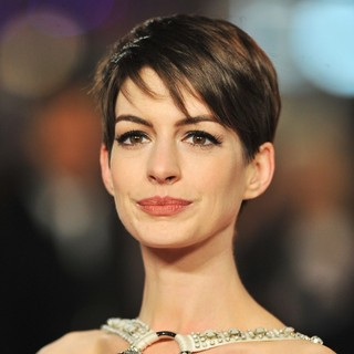 Les Miserables World Premiere - Arrivals - anne-hathaway-uk-premiere-les-miserables-01
