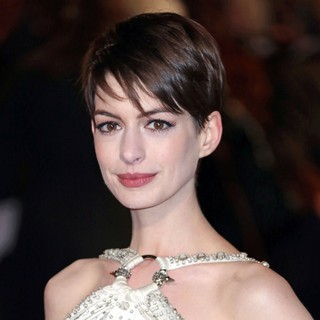 Les Miserables World Premiere - Arrivals - anne-hathaway-uk-premiere-les-miserables-02