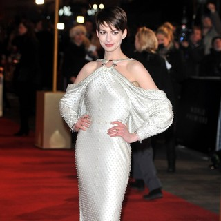 Les Miserables World Premiere - Arrivals - anne-hathaway-uk-premiere-les-miserables-05