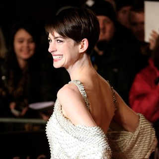 Les Miserables World Premiere - Arrivals - anne-hathaway-uk-premiere-les-miserables-09