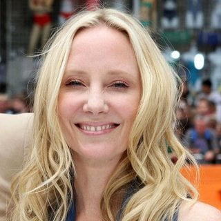 Anne Heche in Premiere Mr. Popper's Penguins