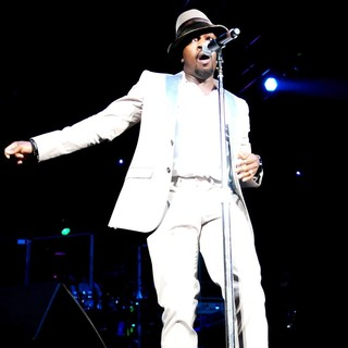 Anthony Hamilton Performs Live During The Budweiser Superfest - anthony-hamilton-budweiser-superfest-03