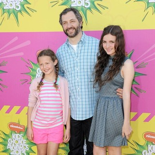 Iris Apatow, Judd Apatow, Maude Apatow in Nickelodeon's 26th Annual Kids' Choice Awards - Arrivals