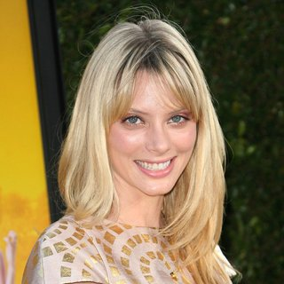 April Bowlby in World Premiere of The Help - april-bowlby-premiere-the-help-01