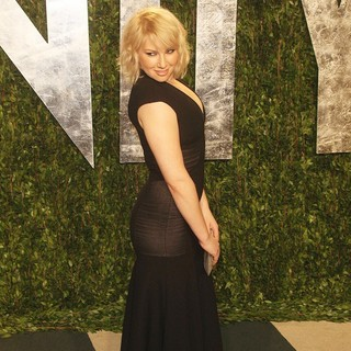 Ari Graynor in 2012 Vanity Fair Oscar Party - Arrivals