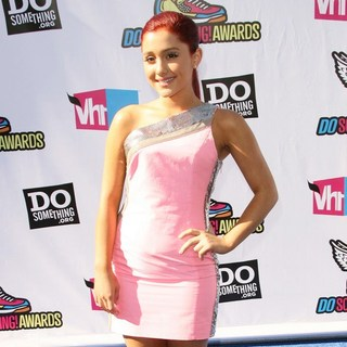 Ariana Grande in 2011 Do Something Awards - Arrivals