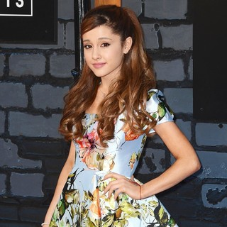 Ariana Grande in 2013 MTV Video Music Awards - Arrivals