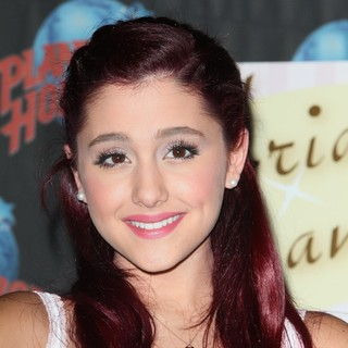 Ariana Grande Promotes Her Debut Single Put Your Hearts Up with A Handprint Ceremony