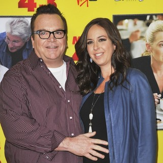 Tom Arnold, Ashley Groussman in Movie 43 - Los Angeles Premiere - Arrivals