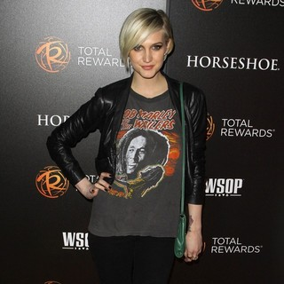 Ashlee Simpson in Escape to Total Rewards Los Angeles