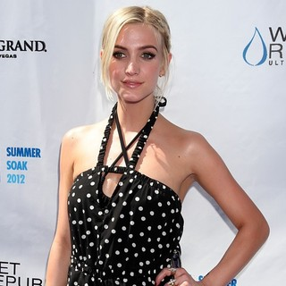 Ashlee Simpson - Ashlee Simpson Hosts Fiji Water Summer Soak Las Vegas
