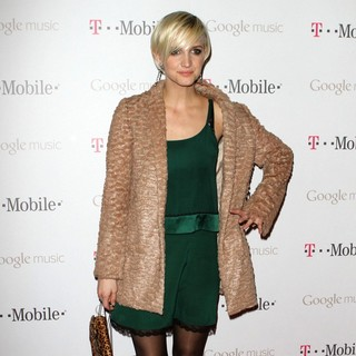 Ashlee Simpson in Celebrity Magenta Carpet Arrivals at The Launch Party for Google Music Available on T-Mobile