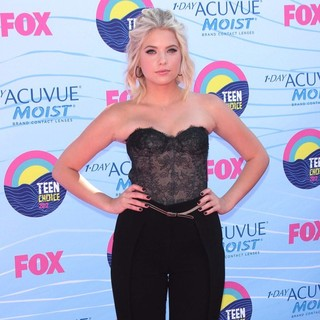 Ashley Benson in The 2012 Teen Choice Awards - Arrivals
