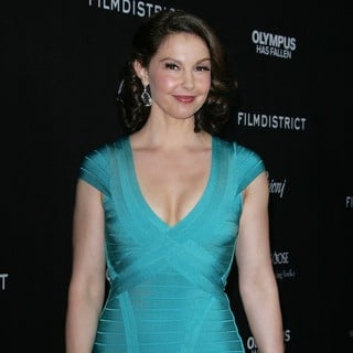 Ashley Judd in Los Angeles Premiere of Olympus Has Fallen - ashley-judd-premiere-olympus-has-fallen-01