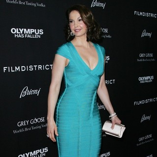 Ashley Judd in Los Angeles Premiere of Olympus Has Fallen - ashley-judd-premiere-olympus-has-fallen-02