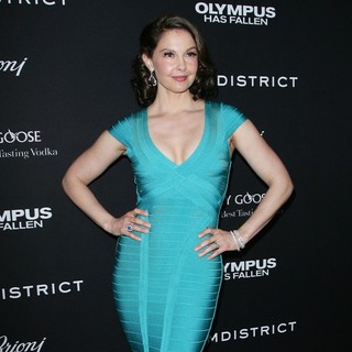 Ashley Judd in Los Angeles Premiere of Olympus Has Fallen - ashley-judd-premiere-olympus-has-fallen-03