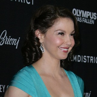Ashley Judd in Los Angeles Premiere of Olympus Has Fallen
