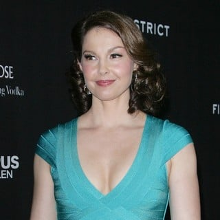 Ashley Judd in Los Angeles Premiere of Olympus Has Fallen - ashley-judd-premiere-olympus-has-fallen-05