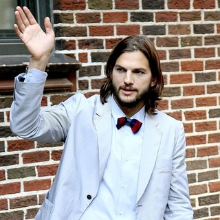 Ashton Kutcher in Ashton Kutcher at Late Show with David Letterman