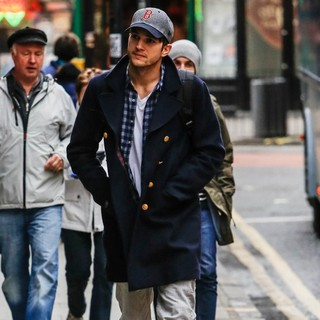 Ashton Kutcher Spotted Out and About in Central London - ashton-kutcher-out-and-about-in-central-london-02
