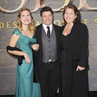 Alexandra Astin, Sean Astin, Christine Harrell in The Hobbit: The Desolation of Smaug Los Angeles Premiere