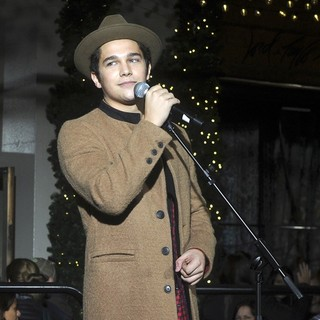 The Lord and Taylor NYC 2015 Holiday Windows Unveiling with Austin Mahone