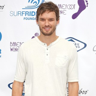 Austin Nichols in Surfrider Foundation's 5th Annual Celebrity Expression Session