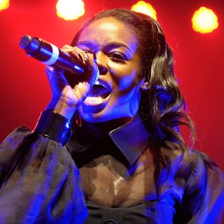 Azealia Banks in Azealia Banks Performs