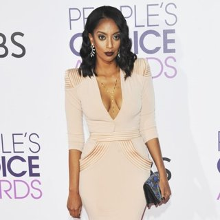 Azie Tesfai-People's Choice Awards 2017 - Arrivals