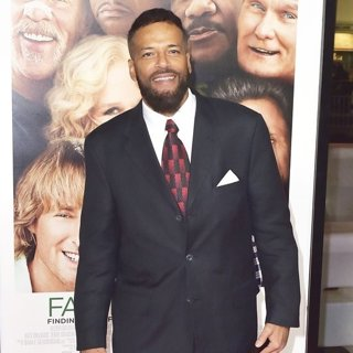 B'nard Lewis in Premiere of Father Figures - Arrivals