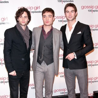 Penn Badgley, Ed Westwick, Chace Crawford in Gossip Girl Celebrates 100 Episodes