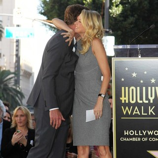Naomi Watts in Simon Baker Is Honoured with A Star on The Hollywood Walk of Fame - baker-watts-simon-baker-walk-of-fame-01