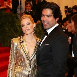 Elizabeth Banks, Brian Atwood in PUNK: Chaos to Couture Costume Institute Gala