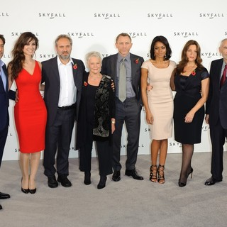 Javier Bardem, Berenice Marlohe, Sam Mendes, Judi Dench, Daniel Craig, Naomie Harris, Barbara Broccoli, Michael G. Wilson in The 23rd James Bond Movie Photocall