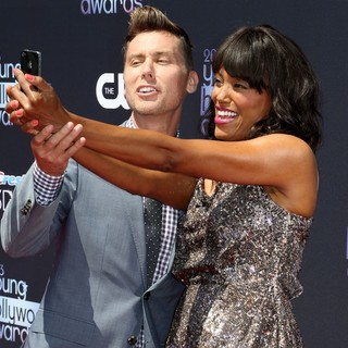 Lance Bass, Aisha Tyler in 2013 Young Hollywood Awards - Red Carpet