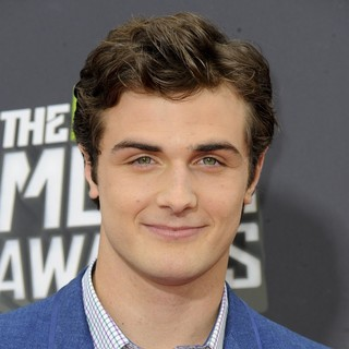 Beau Mirchoff in 2013 MTV Movie Awards - Arrivals