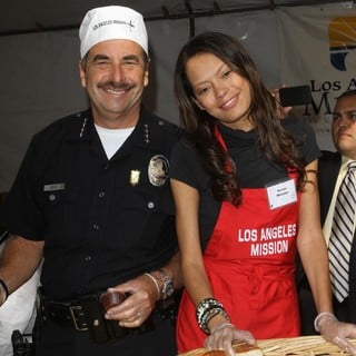 Charlie Beck, Keisha Whitaker in 75th Anniversary of The Los Angeles Mission Serving Thanksgiving Dinner to The Homeless