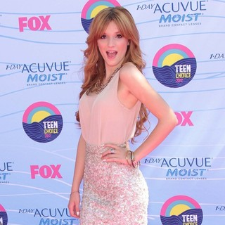 Bella Thorne in The 2012 Teen Choice Awards - Arrivals