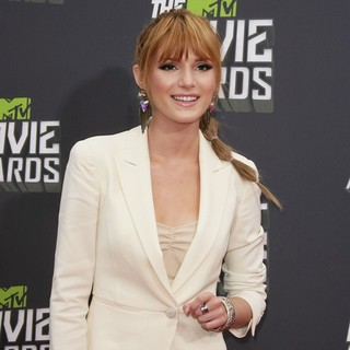 Bella Thorne in 2013 MTV Movie Awards - Arrivals - bella-thorne-2013-mtv-movie-awards-01