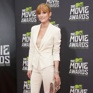 Bella Thorne in 2013 MTV Movie Awards - Arrivals - bella-thorne-2013-mtv-movie-awards-02