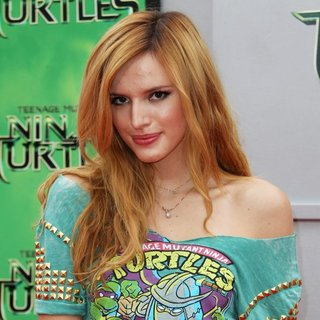 Los Angeles Premiere of Teenage Mutant Ninja Turtles - Arrivals - bella-thorne-premiere-teenage-mutant-ninja-turtles-02