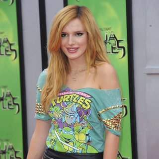 Los Angeles Premiere of Teenage Mutant Ninja Turtles - Arrivals - bella-thorne-premiere-teenage-mutant-ninja-turtles-03