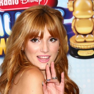 Bella Thorne in Radio Disney Music Awards 2013 - bella-thorne-radio-disney-music-awards-2013-01