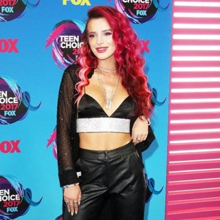 Bella Thorne in Teen Choice Awards 2017 - Arrivals