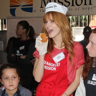 Bella Thorne in The Los Angeles Mission's Thanksgiving for Skid Row Homeless