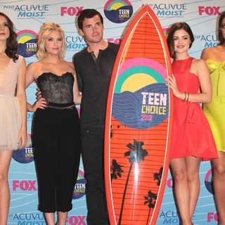 Troian Bellisario, Ashley Benson, Ian Harding, Lucy Hale, Shay Mitchell in The 2012 Teen Choice Awards - Press Room
