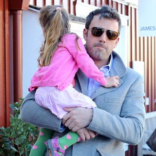 Ben Affleck in Ben Affleck Takes His Daughter to Brentwood Country Mart to Grab A Coffee