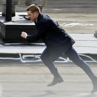 Benjamin McKenzie on The Set of Gotham Shooting on Location - benjamin-mckenzie-on-set-gotham-10