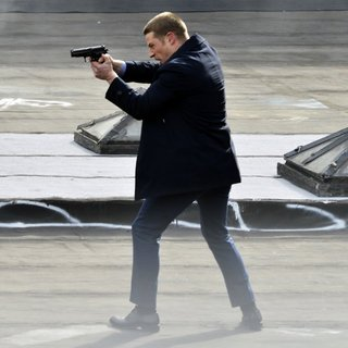 Benjamin McKenzie on The Set of Gotham Shooting on Location - benjamin-mckenzie-on-set-gotham-12